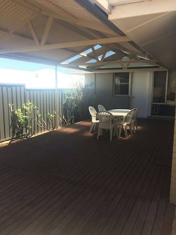 Spacious House 5min from Fremantle and South Beach - Beaconsfield - Casa