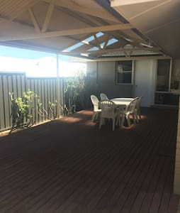 Spacious House 5min from Fremantle and South Beach - 比肯斯菲尔德(Beaconsfield) - 独立屋
