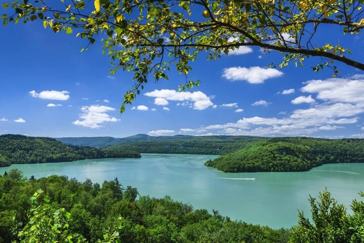 Jura région des lacs loue jolie maison de village
