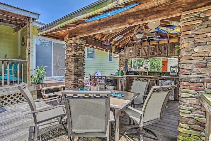 Nautical Ocean Isle Beach Cottage w/Outdoor Space!