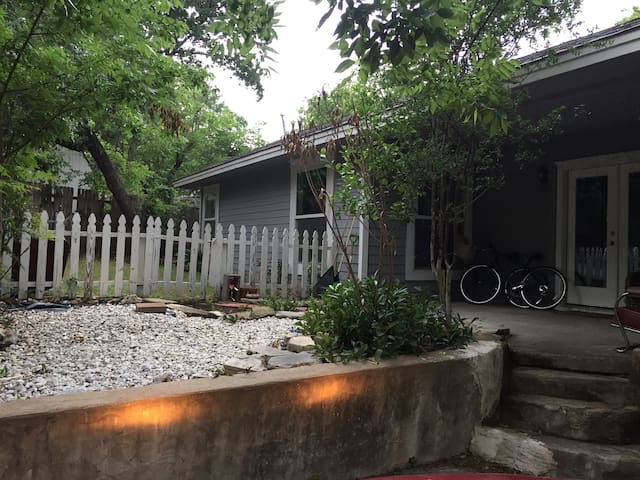 Tree House Central East Austin Houses For Rent In Austin Texas United States