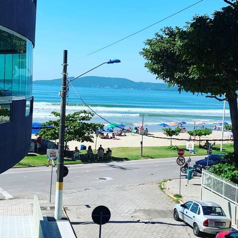 Belo Apartamento Beira Mar - Edifício Paraíso
