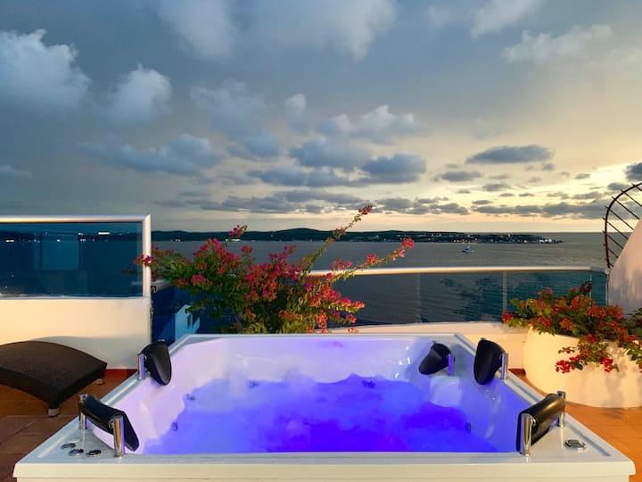 Luxurious Duplex! Penthouse! Private Jacuzzi!