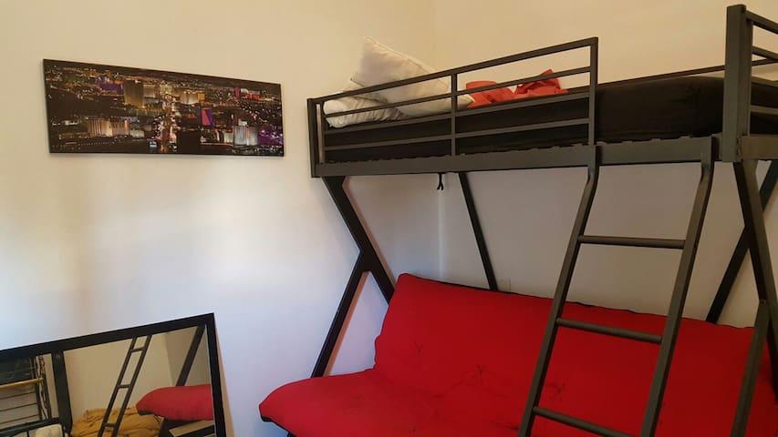 Chambre privé pour 3 personne - Martigues - Hus