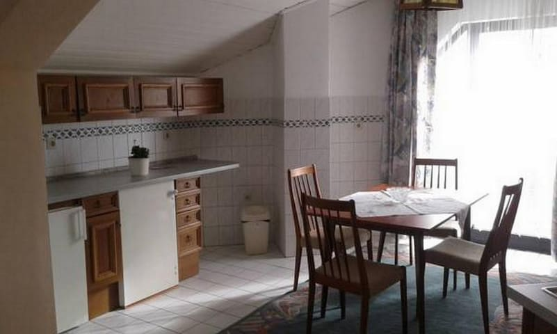 Amos-Lovely One Bedroom Apartment with Balcony