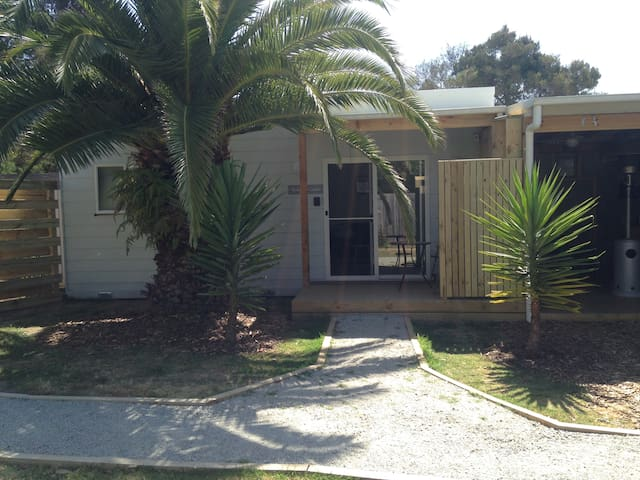 Hobsons Cabin - Perfect for couples or singles.