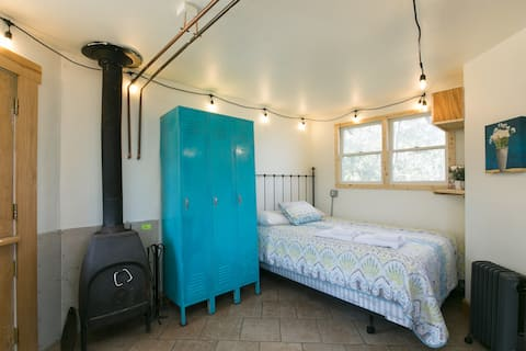 Magical Eco Cabin by Asheville/Blk Mtn for 1 or 2