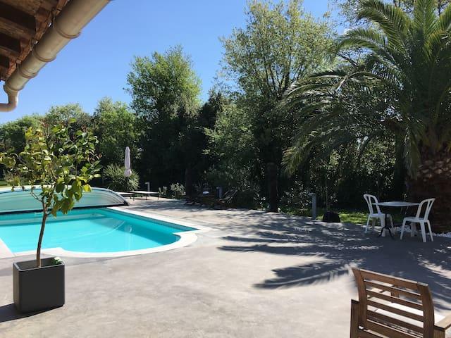 Chambre a Salon de Provence avec piscine.