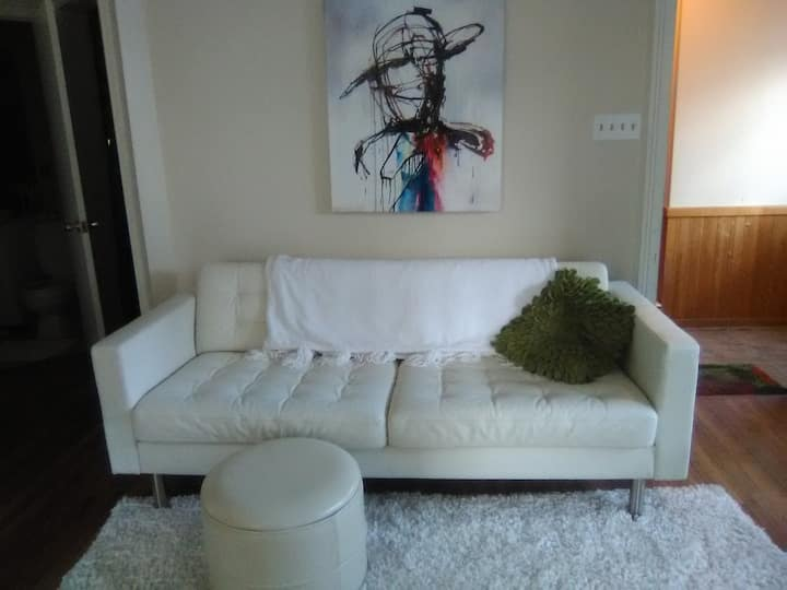 Sunny DOWNTOWN HFX Private APT-GORGEOUS KING BED!