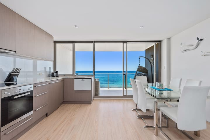 Seabreeze - Carefree Absolute Beachfront Living
