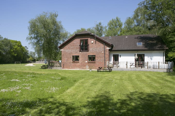 Mad March Hare Specials - LULWORTH MEWS 2  Semi detached with private Decking, Own Hot Tub & BBQ. Pet Friendly. Set in 3 acres of grounds