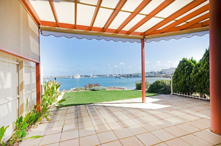 Cooroyba Court - Absolute Waterfront Location