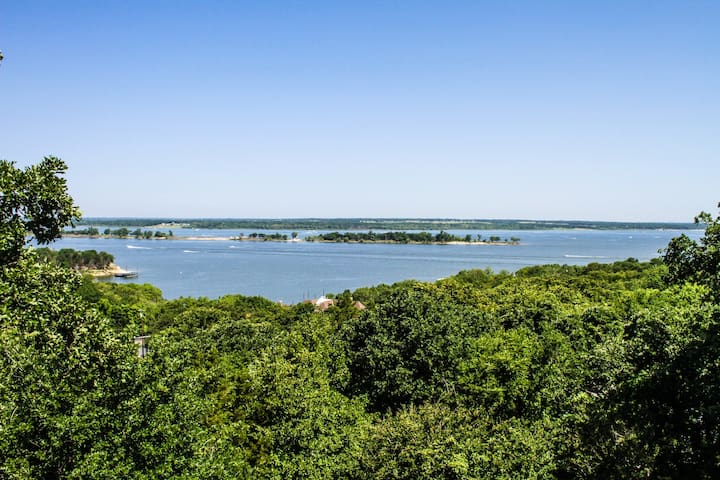 House with Panoramic Views of Lake Texoma!