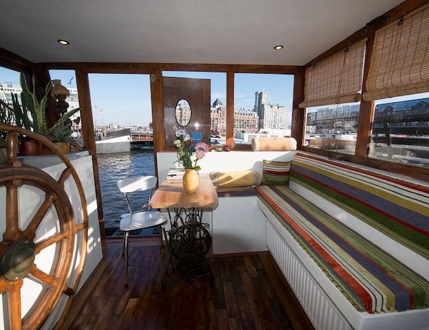 Lovely Studio on unique Houseboat