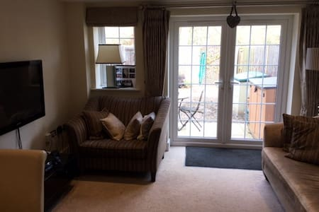 Spacious double room in Bisley nr. Woking - Bisley - Leilighet
