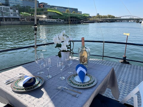 Living on the water in the heart of betting