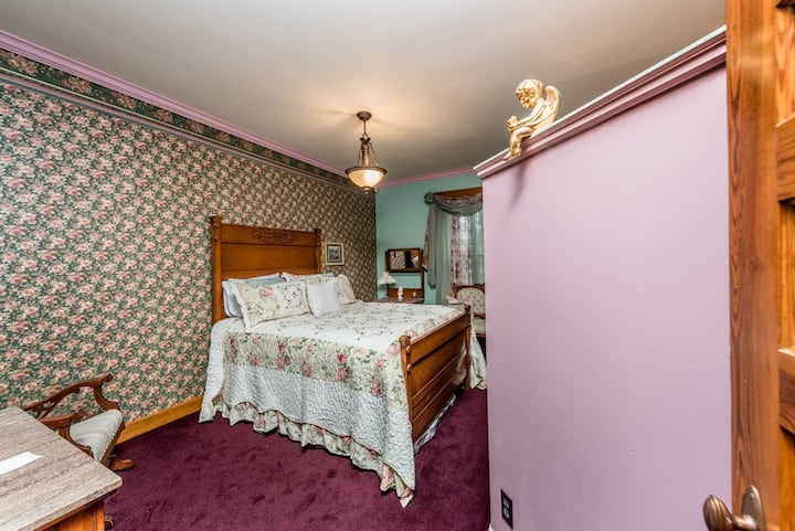 The Conner House Bed and Breakfast- Kaskaskia Room