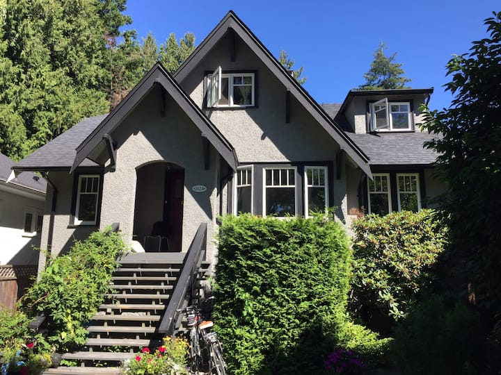 Cozy room in West Point Grey/Kitsilano