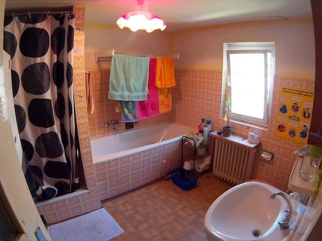 Schönes Zimmer in StudentenWG in Siegener Altstadt - Siegen - Ev