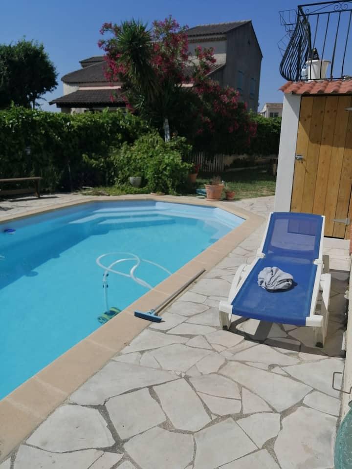 Charmant Studio dans villa avec piscine