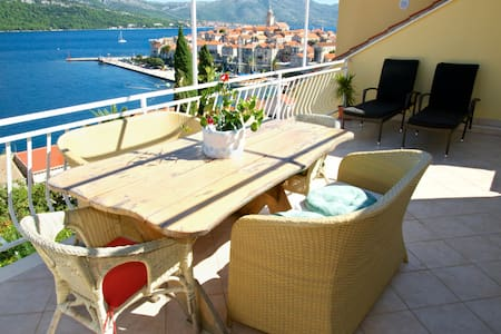 Sea view, two bedrooms, large terrace&parking **** - Korčula