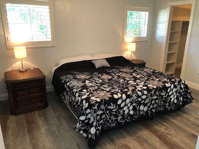 Kingsize bed in master bedroom