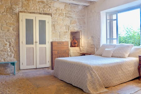 Beautiful Vintage House In Medieval St Cyprien. - House