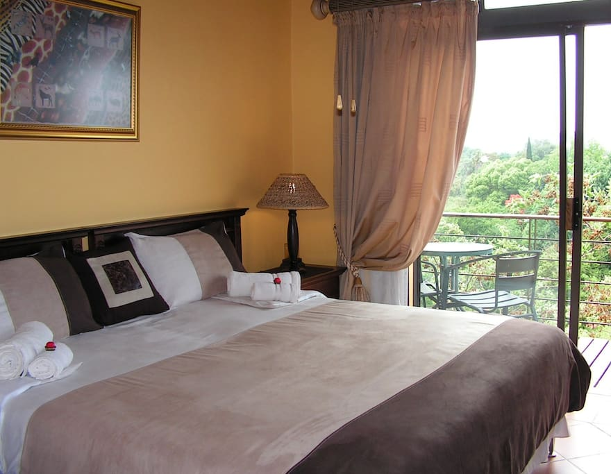 King sized bed or twin single beds. En-suite bathroom with bath and overhead shower. Balcony. Room 1.