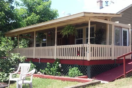 1902 Farm House - Bandera - Huis