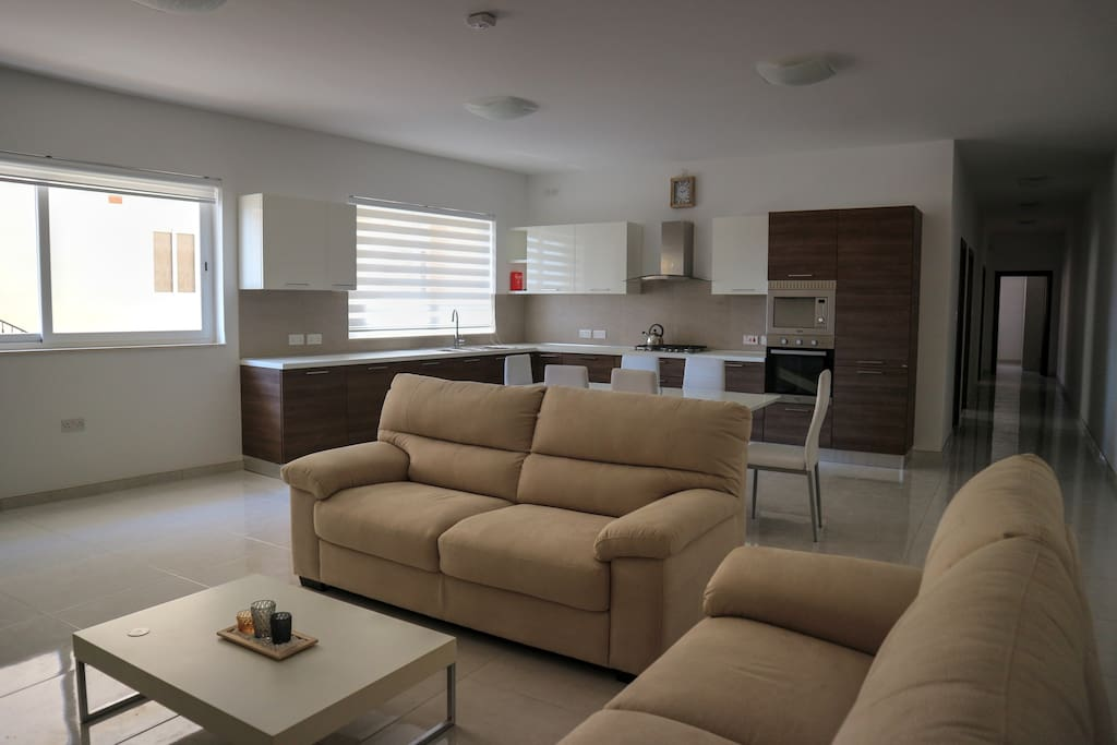 modern maisonette in marsaxlokk h user zur miete in marsaxlokk malta. Black Bedroom Furniture Sets. Home Design Ideas