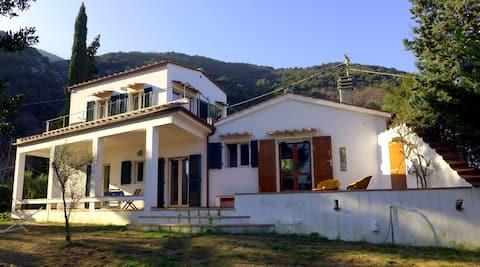 Villa vista mare con terrazza e grande giardino
