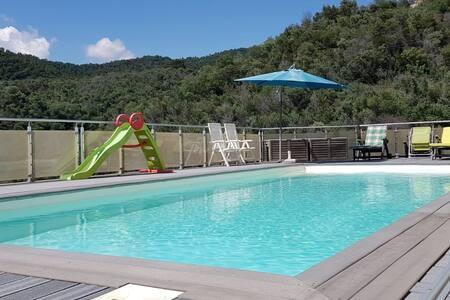 Chambre & SDB dans Villa avec piscine