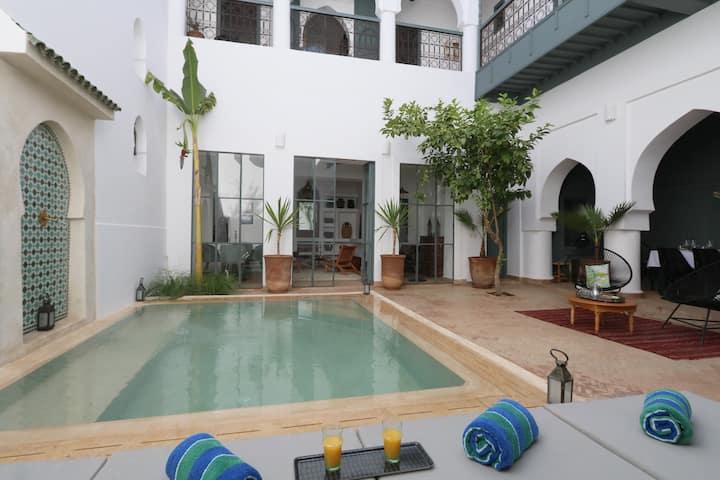 """Riad """"Couleur Kasbah"""", privé, piscine chauffée"""