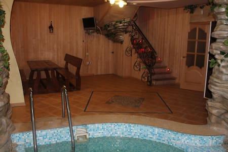 Дом с сауной и бассейном в Борисполе