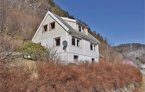 Holiday cottage with 4 bedrooms on 97m² in Leirvik