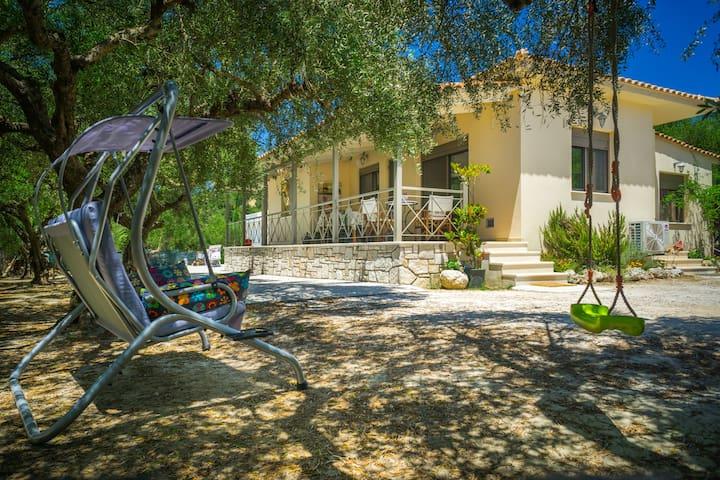 """Zakynthos: House """"Liberta"""",3/B, garden"""