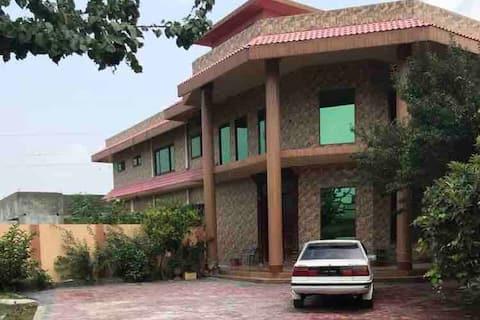 Khan Villa, 0 teen 3 saat- 7 panch 5 ek 1 teen 5.
