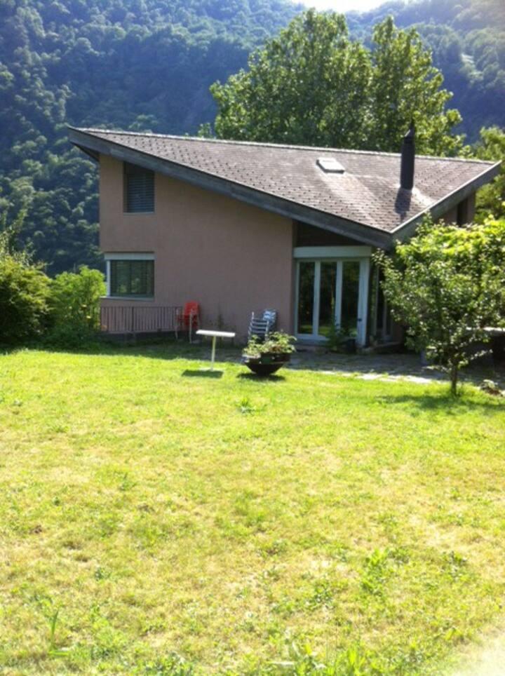 casa ad Avegno con 1500mq di giardino