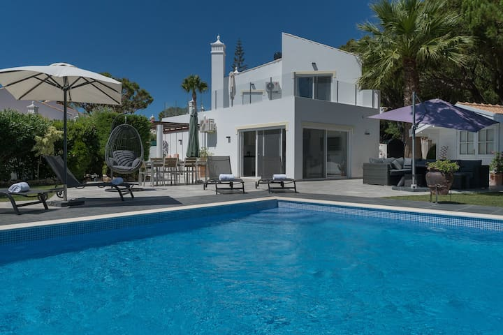 Magnificent villa in Dunas Douradas, Vale do Lobo