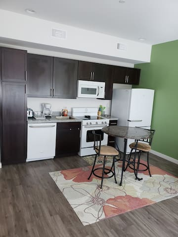 Great 1 bed 1 bath for work or play on 3rd St.