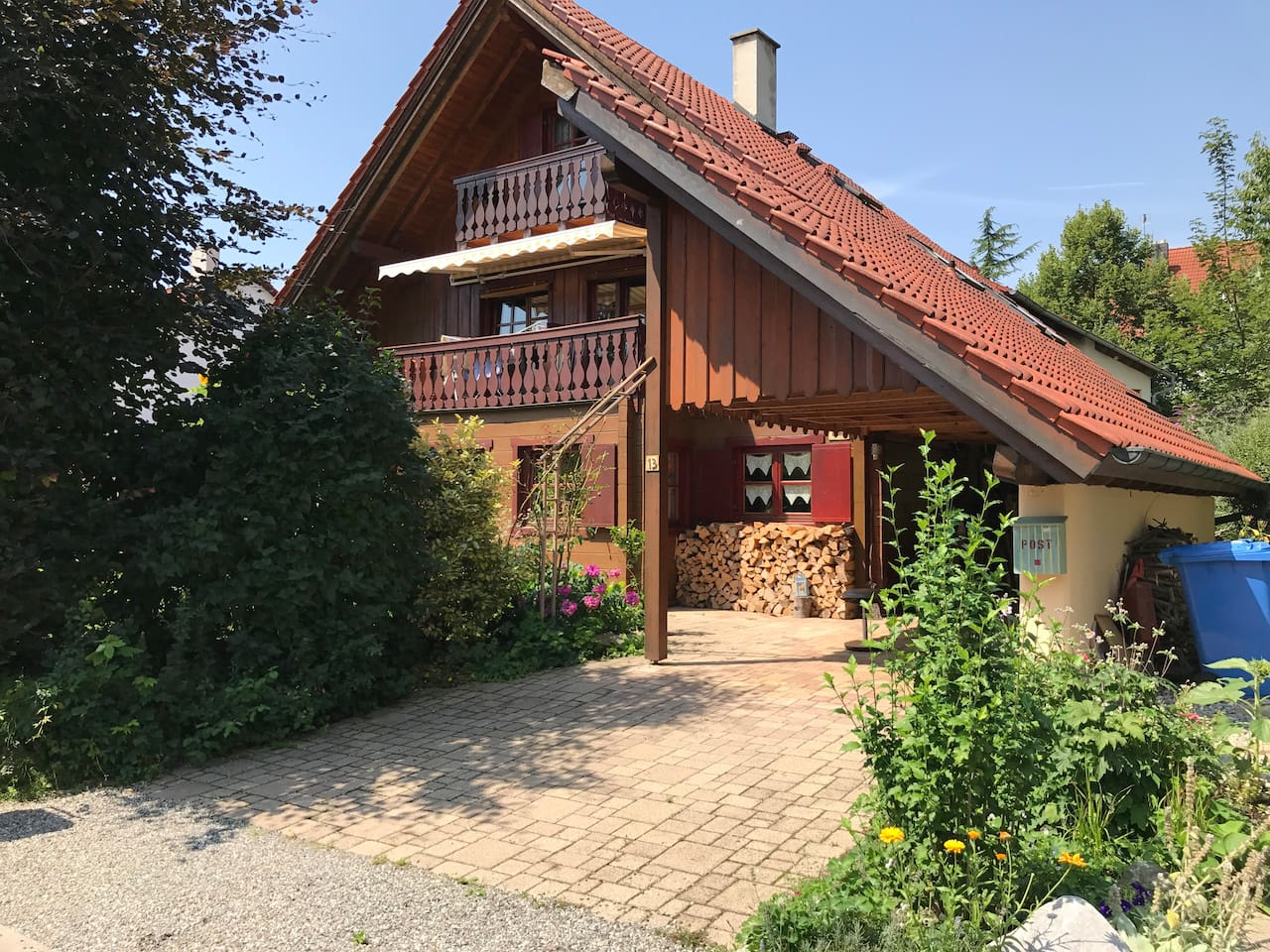 Gemütliches Holzhaus - Vorderansicht