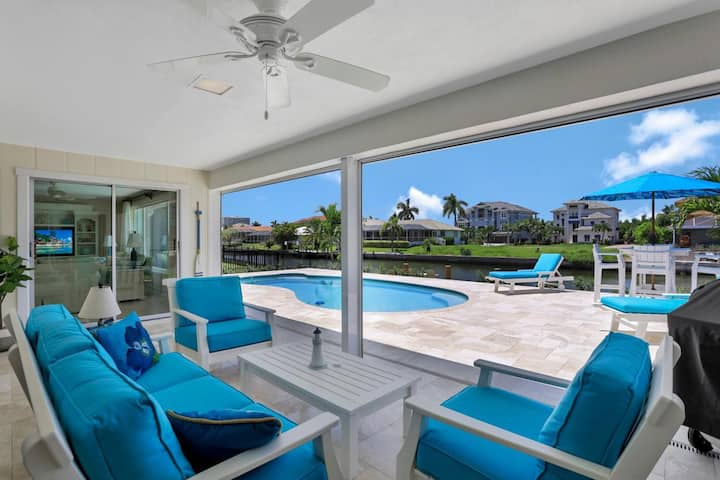 Inviting waterfront home w/ western exposure near the beach
