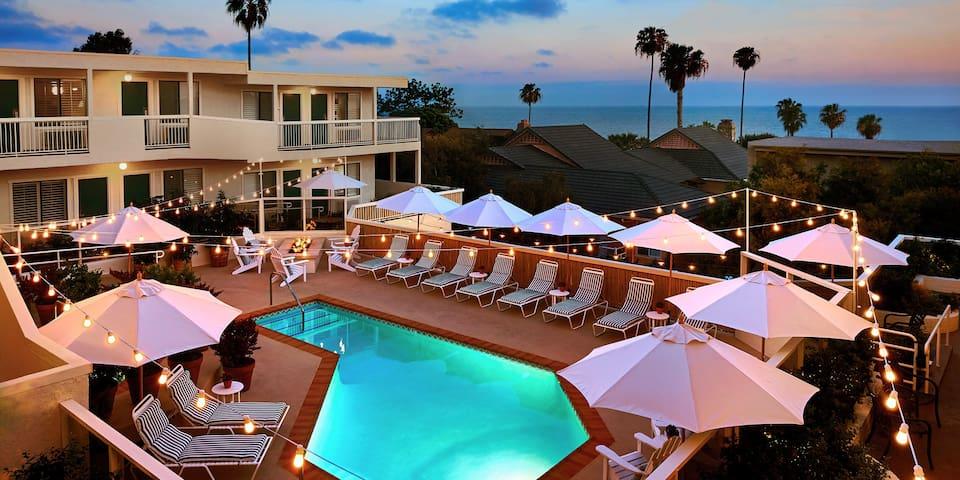 Laguna Beach House, Pool King