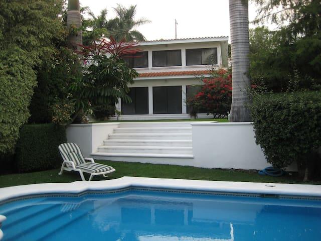 Propiedad doble en Lomas  Cocoyoc - Cocoyoc - Casa