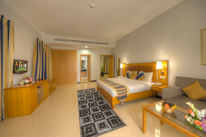 Grand Square Stay Hotel - 1 Bed Room (4 Adults)