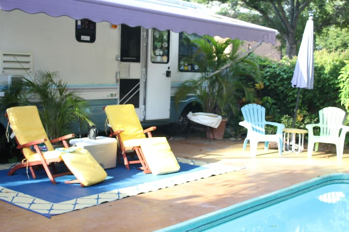SUMMER TROPICAL PARADISE - 36' RV & PRIVATE POOL - Largo - Camping-car/caravane