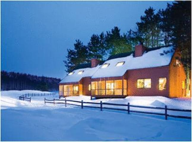 New Year's at Christmas Mountain - 3 bdrm timber!