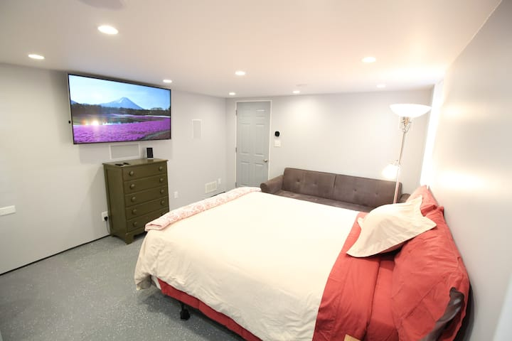 Modern Suite with Private Bath, Entrance, Laundry