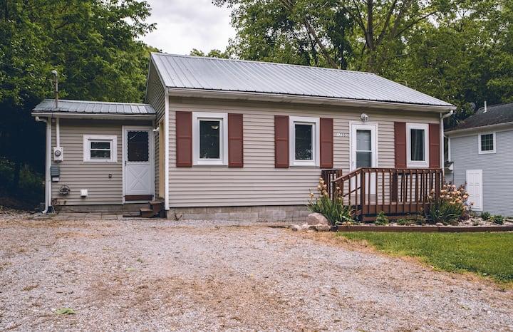 Lakeview Hamilton Lake Cottage — Newly Remodeled!