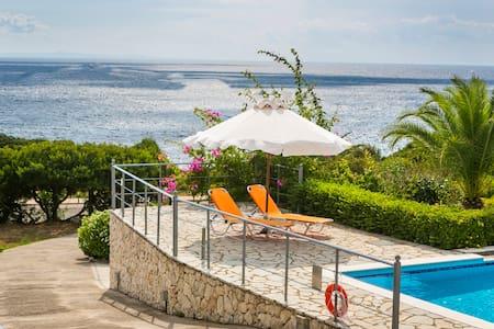 3 bedroom garden villa with pool & sea view - Lefkes - 別荘